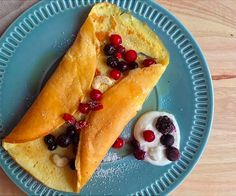 Sweet omelette: a breakfast full of protein - TheFitnessTheory - - Healthy Work Snacks, Easy Healthy Dinners, Healthy Foods To Eat, Healthy Recipes, Healthy Sides, Easy Recipes, Paleo Breakfast, Breakfast Recipes, Breakfast Omelette