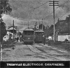 Así era Bogotá hace más de 50 años! - Colombia me gusta - Tranvia Municipal de Bogotá - Fotógrafo: Allen Morrison Japan Spring, Spring Time, Old Photos, Santa Fe, Train, City, World, Photography, Beautiful