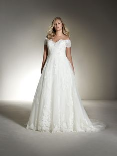 FABIANA PLUS Short sleeve ball gown plus-size wedding dress with illusion effects - St. Patrick | St. Patrick