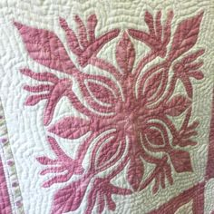 #hawaiian quilt #ハワイアンキルト Hawaiian Quilt Patterns, Hawaiian Quilts, Quilt Patterns Free, Free Pattern, Suzy, Art Projects, Quilting, Instagram, Design