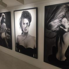 Another beauty! Installation shot from Glaviano 50 @spacegallerystbarth by maestro @marcoglaviano #blackandwhite #photography #iconic #beauty #cindycrawford #paulinaporizkova #naomicampbell #exhibition #stbarth #stbarts #whatson #spacegallerystbarth