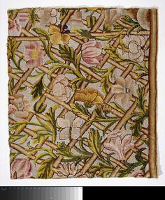 Fragment borduurwerk versierd met bloemen en takken, Trellis, 1860 - 1880