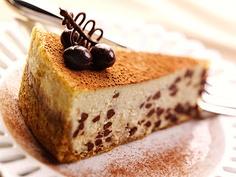 learn to make this tiramisu cheesecake recipe at www.dessert-addict.com
