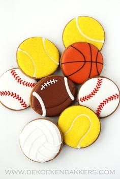 sports cookies~ By dekoekenbakkers, yellow tennis ball, Orange basketball, Brown football, white baseball (Basketball Cookies) Galletas Cookies, Cute Cookies, Yummy Cookies, Iced Sugar Cookies, Coconut Cookies, Basketball Cookies, Kyrie Basketball, Basketball Videos, Basketball Drills