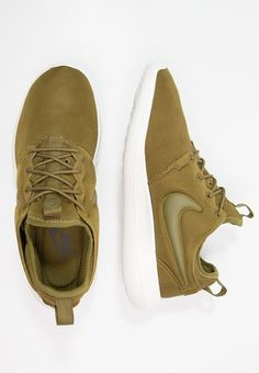 ROSHE TWO Shoes. Nike CZ.