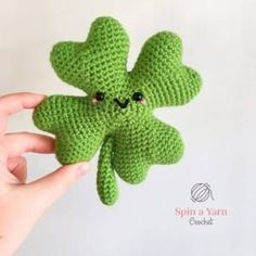 gratis free:Seamus Shamrock Free Crochet Pattern Just in time for St. Patricks Day next week here is a fun little amigurumi shamrock pattern to help celebrate. For this pattern you will make eight (8) tips. You will join two tips together to make one leaf and then repeat for each leaf. Then you will join all four leaves together.