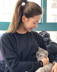 Luna and a kitty South Korean Girls, Korean Girl Groups, Luna Fx, Girls Group Names, Song Qian, Hyeri, Sulli, Professional Makeup Artist, Twin Sisters