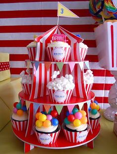 Circus Cupcake Stand  ..clowns, animals,.. on top of the cupcakes  ‪#‎socialcircus‬