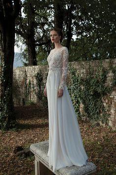 Such a classy wedding dress!