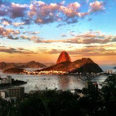 Rio de janeiro.. gosto de vc... goste de que gosta, desse céu desse mar, dessa gente feliz!!