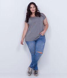 ESTAMOS COM UMA NOVA TABELA DE MEDIDAS, AGORA SOMOS CURVE & PLUS SIZE, CONFIRA ACIMA A TABELA DESTE ITEM. Calça feminina Curve & Plus Size Modelo skinny Em jeans Com rasgos no joelho Marca: Ashua Tecido: Jeans Composição: 98% algodão; 2% elastano Modelo veste tamanho: 48 Veja outras opções de produtos Ashua. Na Ashua, você encontra peças desenhadas especialmente para valorizar as suas curvas. Esta é uma marca de venda exclusiva ONLINE. Est...