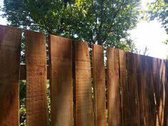 rusztikus akác deszkakerítés Rustic Fence, Fa, Fences, Texture, Wood, Crafts, Arrows, Wood Fences, Picket Fences