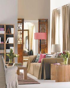 ¿Cómo decorar un salón con tonos tierra y tostados?
