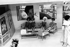 At Isetan Department Store, Shinjuku Tokyo, Takanashi Yutaka / 高梨 豊. Japanese, born in Critique D'art, Shinjuku Tokyo, Japanese Photography, Japan Photo, Famous Photographers, Yukata, Gelatin, Street Photography, Vintage Photography