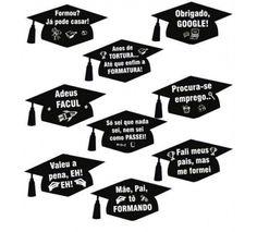 Plaquinhas Divertidas Formatura – 9 unidades Embalagem com 9 Plaquinhas Sugestão de uso: utilize as Plaquinhas Divertidas para tirar fotos ou para complementar a decoração da sua festa. Composição do Produto: Papel 250gr e Canudos Pretos para segurar. Medidas aproximadas: 27,5cm de altura x 2... Graduation Diy, Diy Crochet, Party Themes, Scrapbook, Education, School, Alice, Memes, Inspiration