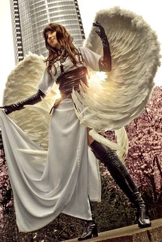 Wings Tutorial: Angel Sanctuary's Alexiel - Ahahah I'd like to try walking around in that all day at a con xD
