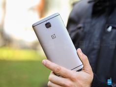 OnePlus has just released an important update for  OnePlus 3  and  3T  which removes some features and adds new ones. A handful of bug fixes and improvements have also been implemented, but let's start with what was deleted.   First of all,  Hangouts disappears  according to Google's...