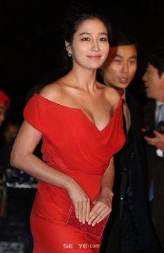 Korean Beauty, Asian Beauty, Lee Min Jung, Korean Star, Korean Women, Lady In Red, Beautiful Women, Actresses, Stock Photos