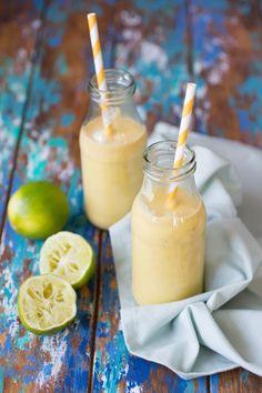Tropische smoothie met limoen
