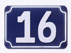 Blaue geprägte Hausr 16