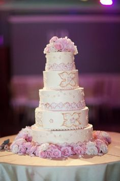 Yum! What a deliciously glam wedding cake! {Blink of an Eye Photography}