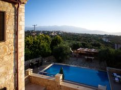 Villa Afrati Plaka Located in Plaka in the Crete Region, this holiday home is 20 km from Chania Town. It provides free private parking. Free WiFi is provided throughout the property.  Other facilities at Villa Afrati include an outdoor pool.
