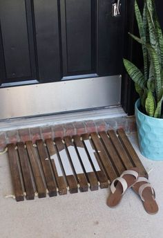 DIY Wooden Stenciled Doormat - Made from 2x2 and sisal rope. I love the way you…