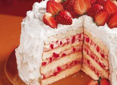 """Uma combinação tradicional que nunca sai de moda: <a href=""""http://mdemulher.abril.com.br/culinaria/receitas/receita-de-bolo-morango-chantilly-576842.shtml"""" target=""""_blank"""">bolo de morango e chantili</a>!"""
