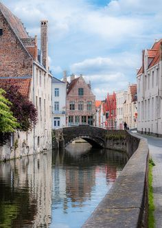 Bruges- I'm so excited just to walk around Bruges and see these pretty streets!