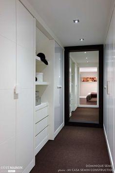 Si vous n'avez pas d'idée déco pour votre couloir, transformez-le en dressing !