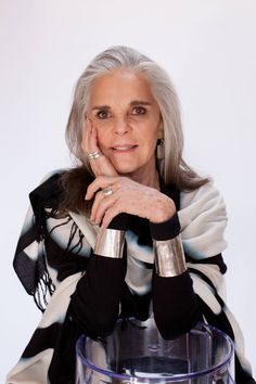 Ali MacGraw Launches Her Second Clothing Line Collection - and It Gives Back in a Major Way : Ali McGraw just launched a new collection of tunics, dresses and accessories for her clothing line, Now & Then Mature Women Fashion, Over 50 Womens Fashion, Curvy Fashion, Fashion Beauty, Mature Women Style, Cheap Fashion, Fashion 2017, Fashion Styles, Fashion Dresses