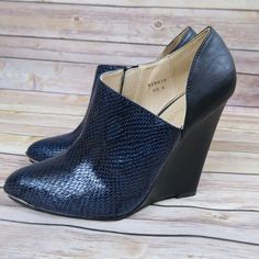 Snake print pointed toe heel wedges Brand: Shoedazzle  Size: 8 New(no box)   Snake print Metallic on pointed toe  Sultry wedge  Side zippers  Heel height about 4in No Trade Shoe Dazzle Shoes Wedges