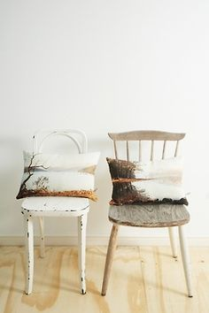 oh my heck… i love this… these pillows… those chairs… I adore them ♥♥