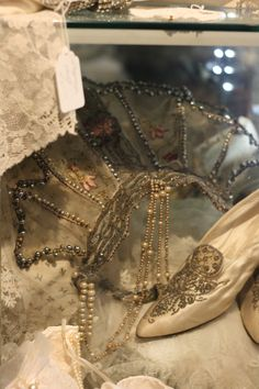 ❥ Beaded Vintage Lace Crown & Wedding Shoes