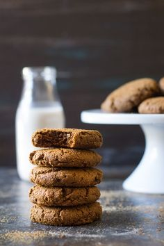 Big soft and chewy Paleo Gingerbread Cookies that you won be able to stop eating! No one will know these delicious ginger cookies are Paleo. Chewy Ginger Cookies, Ginger Bread Cookies Recipe, Paleo Cookies, Paleo Treats, Cookie Recipes, Paleo Recipes, Free Recipes, Gluten Free Christmas Cookies, Chewy Gingerbread Cookies