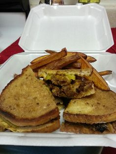 Pulled Pork Sandwich with Home fries