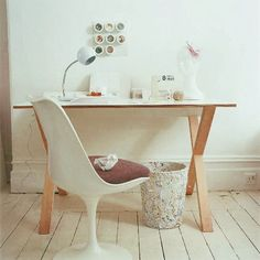 Simple Desk Decoration for Small Home Office Design Painted Wood Floors, White Wood Floors, Grey Flooring, Bedroom Flooring, Basement Flooring, Timber Flooring, Flooring Ideas, Vinyl Flooring, Farmhouse Flooring