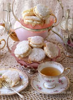 Easy and delicious high tea recipes for cakes, slices, scones and treats. Tee Sandwiches, Vintage Tee, Vintage High Tea, Café Chocolate, Chocolate Snacks, Puff Recipe, Afternoon Tea Parties, Powder Puff, Tea Powder
