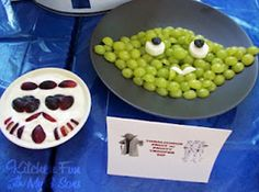 Our 2012 Collection of Star Wars Party Food & Crafts! - Kitchen Fun With My 3 Sons Star Wars Party Food, Theme Star Wars, Star Wars Food, Star Wars Cake, Star Food, Star Wars Essen, Anniversaire Star Wars, Star Wars Personajes, Fruit Roll Ups