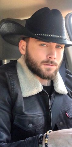 Love men in there wranglers and cowboy boots. 36 year old in SD. Hairy Men, Bearded Men, Hot Country Boys, Country Life, Country Style, Cowboys Men, Real Cowboys, Cowboy Up, Cowboy Boots