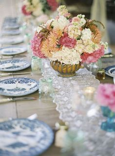 An awesome tablescape!  Photography by CarolineTran.net