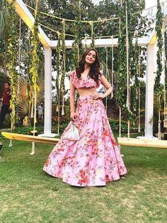 Best 55 Celebrity Lehenga Choli Looks of 2019 - Top Bollywood Lehenga Inspiration – Fashion Alia Bhatt Lehenga, Bollywood Lehenga, Bollywood Fashion, Bollywood Style, Bollywood Images, Bollywood Wedding, Bollywood Girls, Floral Lehenga, Pink Lehenga