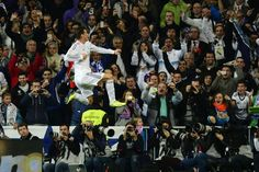Bale celebra su primer gol en el Bernabeu