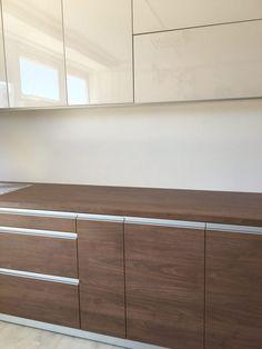 Mi kerüljön a konyhabútor alsó és felső elme közé? Kitchen Organization, Dresser, Cabinet, Storage, Furniture, Home Decor, Clothes Stand, Purse Storage, Powder Room