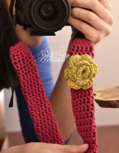 Crochet Camera strap cover. Great idea! Pattern included, but size will vary according to specific strap.