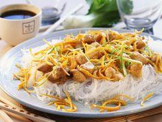 Früchte gehören einfach in die asiatische Küche! Orangen-Hähnchen mit Glasnudeln - smarter - Zeit: 30 Min. | eatsmarter.de
