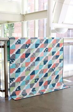 Twist Tie is a quick and easy quilt that can be made with either Fat Quarters or yardage. The pattern includes measurements, instructions, and diagrams for creating five different sizes of quilts: baby, lap, throw, twin, and queen. Baby Quilt Patterns, Applique Patterns, Quilting Patterns, Quilting Ideas, Doctor Who Quilt, Christmas Tree Skirts Patterns, Fat Quarter Quilt, Queen Size Quilt, Tie Quilt