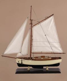Model Boat - Small 1930s Classic Yacht
