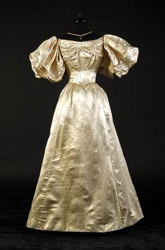 Fashion of Queen Victoria times - PE Alexandre Vassiliev Foundation - Vassilievfoundation.com