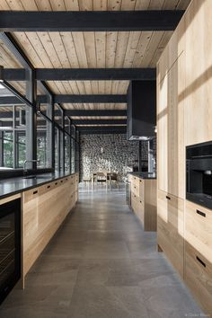 The 37 best black kitchens kitchen trends you need to see 1 White Oak Kitchen, Black Kitchens, Cool Kitchens, Oak Kitchen Cabinets, Kitchen Flooring, White Cabinets, Küchen Design, House Design, Muebles Living